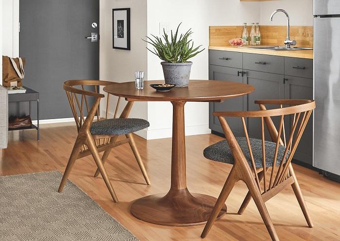 Khi chọn bàn ăn chung cư nhỏ, bạn nên chọn những chiếc bàn có kích thước nhỏ và ưu tiên các bộ bàn thông minh có thể kéo dài hoặc gắn trực tiếp lên tường-2