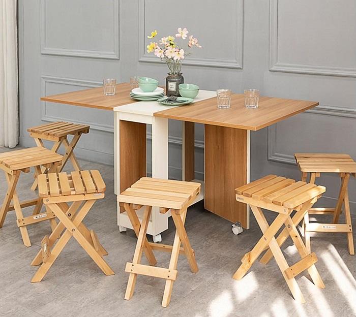 Khi chọn bàn ăn chung cư nhỏ, bạn nên chọn những chiếc bàn có kích thước nhỏ và ưu tiên các bộ bàn thông minh có thể kéo dài hoặc gắn trực tiếp lên tường-4
