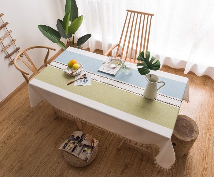 Mách bạn cách trang trí bàn ăn gia đình đẹp mà đơn giản-1