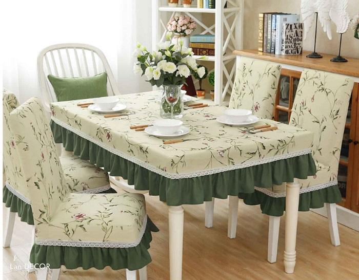 Mách bạn cách trang trí bàn ăn gia đình đẹp mà đơn giản-22