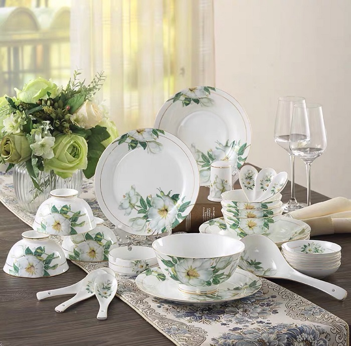Mách bạn cách trang trí bàn ăn gia đình đẹp mà đơn giản-3